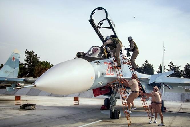 Kiểm tra kỹ thuật chiến đấu cơ Su-30SM tham gia chiến dịch quân sự tại Syria