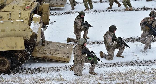 Quân đội NATO ngày càng tiến sát biên giới nước Nga