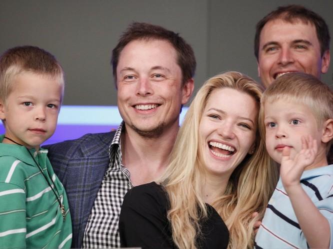 Cuộc đời không thể tin nổi của Elon Musk, một cậu bé thường xuyên bị bắt nạt ảnh 4