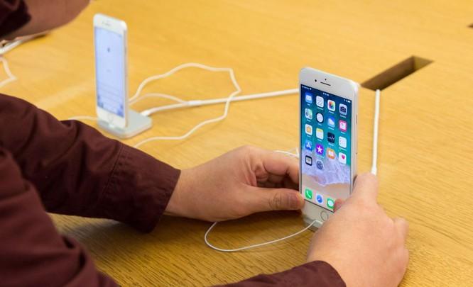 iPhone 8/ iPhone 8 Plus chính thức bán ra: nụ cười trên gương mặt người mua ảnh 8