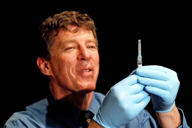 Giáo sư Fraser, người cộng tác với ông Porceddu trong nhóm nghiên cứu vaccine mới (Ảnh: ABC News)