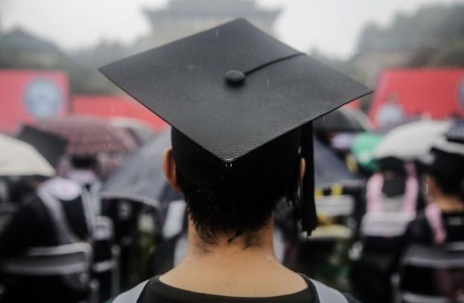 Việc thắt chặt cấp thị thực cho du học sinh khiến nhiều người lo lắng, hoang mang (Ảnh: AP)