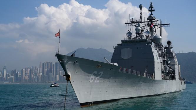 Tàu khu trục tên lửa dẫn đường USS Chancellorsville (Ảnh: RT)