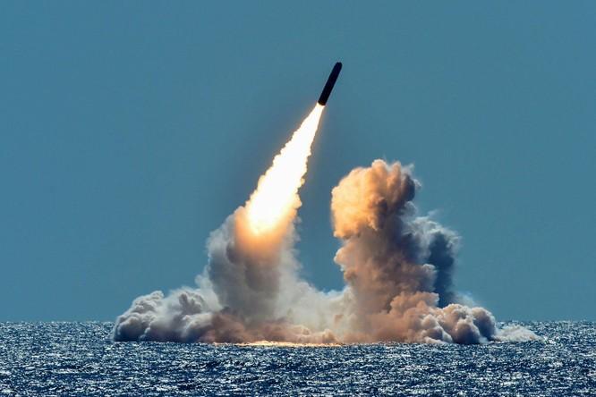 Tên lửa Trident II D5 đang được cải tiến để lắp đặt trên tàu ngầm lớp Columbia (Ảnh: National Interest)