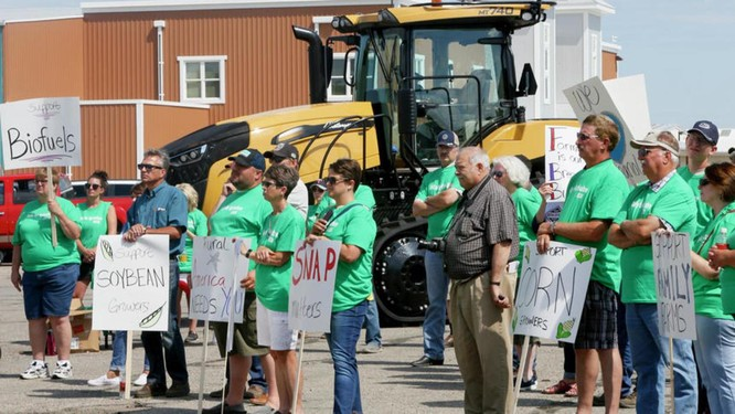 Nông dân Mỹ tuần hành kêu gọi nâng giá nông sản (Ảnh: Agweek)