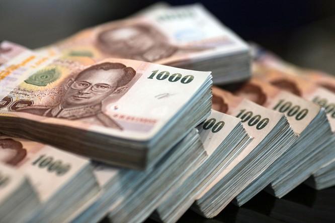 Đồng Baht của Thái Lan vẫn ở mức cao hơn so với tỷ giá cân bằng (Ảnh: AP)