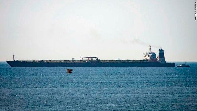 Tàu Grace 1 hiện đang neo đậu ở ngoài khơi cùng biển Gibraltar (Ảnh: CNN)