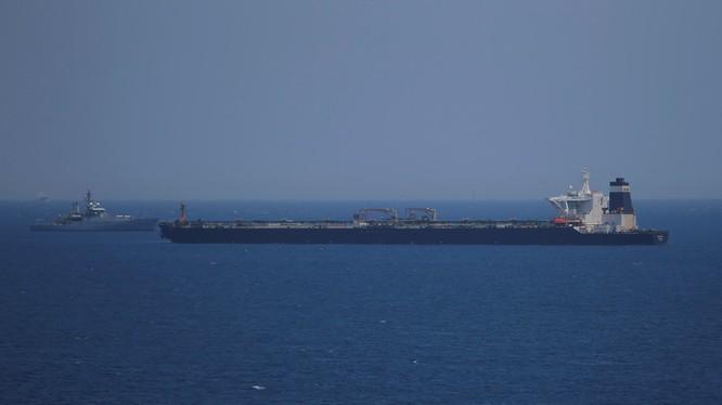 Tàu siêu vận tải Grace 1 của Iran mới bị Anh bắt giữ (Ảnh: RT)
