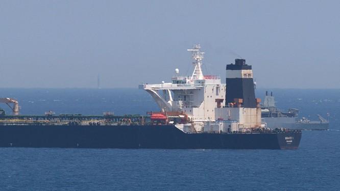Tàu chở dầu Grace 1 của Iran bị Anh bắt giữ ngoài khơi Gibraltar hồi tuần trước (Ảnh: Sky News)