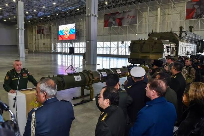 Tên lửa hành trình Novator 9M729 của Nga trong buổi trưng bày ở Moscow hồi tháng 1 năm nay (Ảnh: AFP)