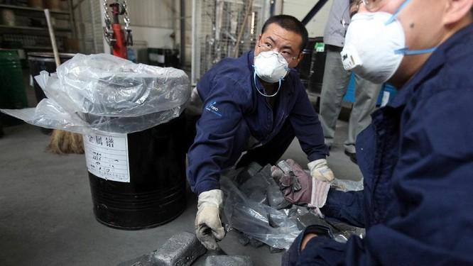 Đất hiếm tại một nhà máy sản xuất ở Trung Quốc (Ảnh: NewAPI)