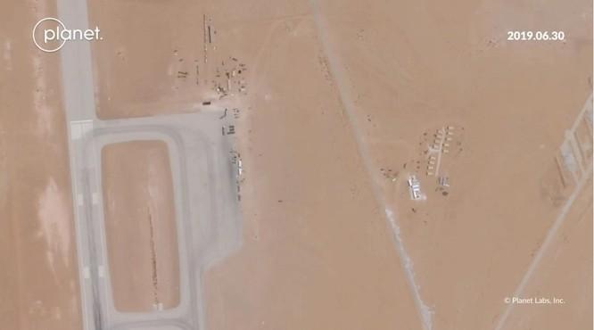 Một bức ảnh vệ tinh cho thấy đường băng ở căn cứ không quân Prince Sultan đang được cải tạo (Ảnh: CNN)