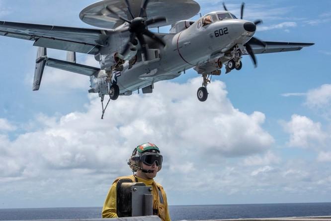 Cận cảnh nhóm tác chiến tàu sân bay Mỹ tuần tra trên Biển Đông ảnh 2