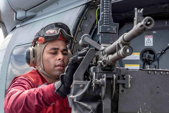 Cận cảnh nhóm tác chiến tàu sân bay Mỹ tuần tra trên Biển Đông ảnh 3