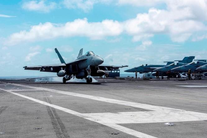 Cận cảnh nhóm tác chiến tàu sân bay Mỹ tuần tra trên Biển Đông ảnh 4