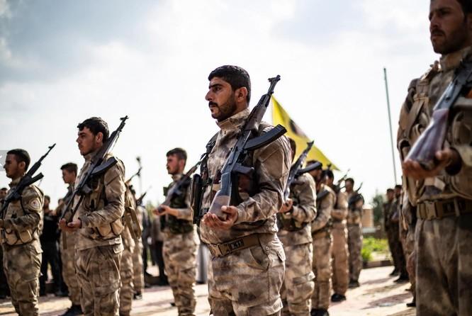 Lực lượng SDF mà Mỹ hậu thuẫn ở tỉnh Deir Ezzor, miền Đông Syria (Ảnh: AFP)