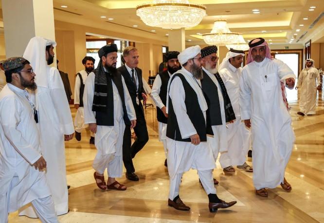 Phái đoàn đàm phán của Taliban ở Doha, Qatar hồi tháng 7 (Ảnh: AFP)