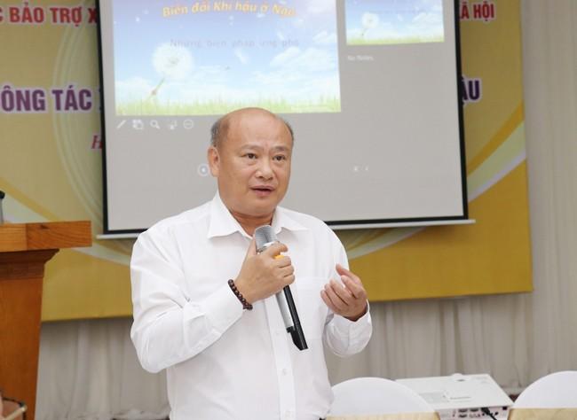 TS. Trần Ngọc Diễn, Tổng Biên tập Tạp chí Lao động và Xã hội, điều hành hội thảo (Ảnh: Khánh Duy)
