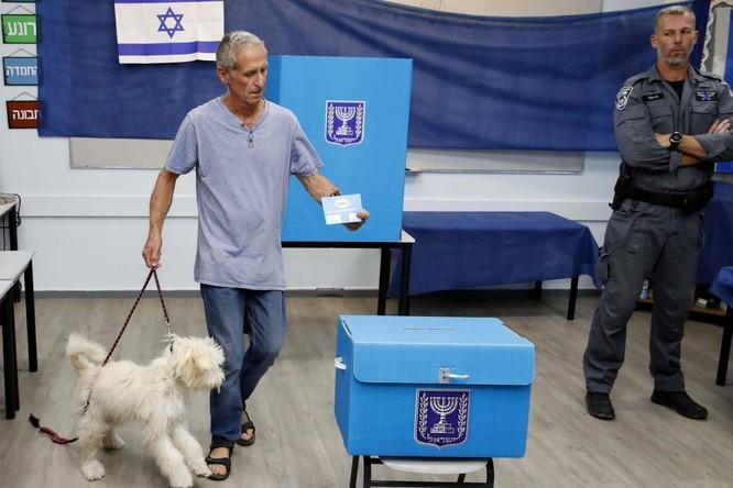 Người dân Israel đi bỏ phiếu trong ngày bầu cử hôm 17/9 (Ảnh: AP)