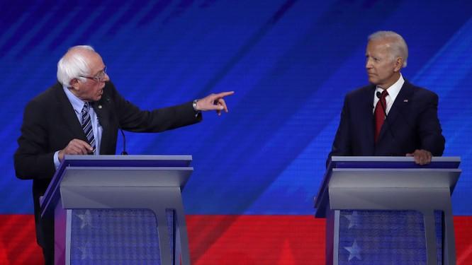 Ứng viên Sanders liên tục la hét và chỉ trỏ trong vòng tranh luận (Ảnh: Getty)
