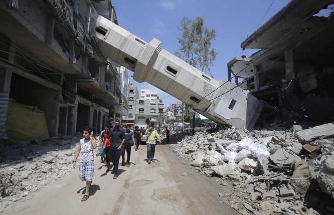Cảnh tượng tan hoang ở thành phố Gaza sau một đòn không kích của Israel ngày 29/8/2014 (Ảnh: RT)