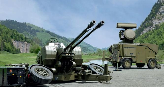 Tổ hợp phòng không Skyguard của Đức dễ dàng bị đòn tấn công phối hợp áp đảo (Ảnh: Getty)