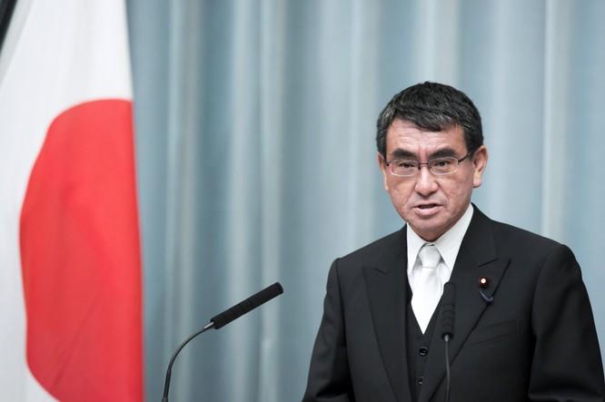 Ông Taro Kono có biệt tài ngoại ngữ và giành được nhiều sự ủng hộ từ cộng đồng mạng (Ảnh: JapanTimes)