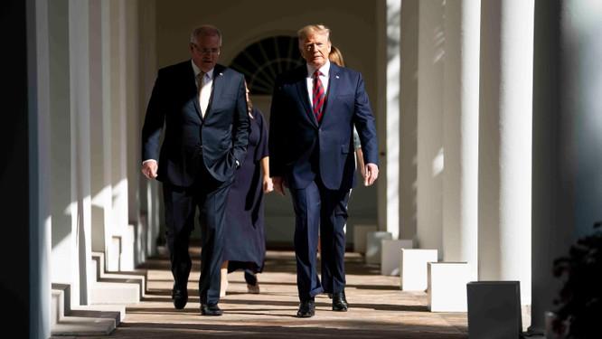 Tổng thống Trump cùng đội ngũ của ông đang ra đòn nhằm vào ứng viên phe Dân chủ Joe Biden (Ảnh: NY Times)