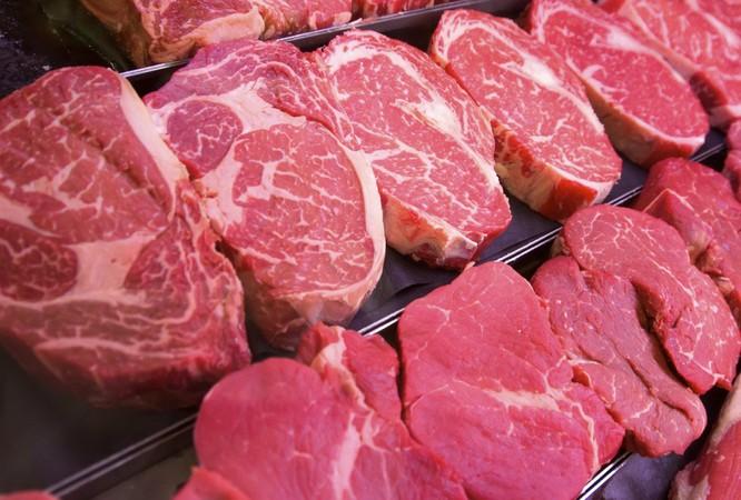 Quy trình sản xuất và chế biến thịt bò từ lâu đã được xem là một nguồn phát sinh khí thải gây hiệu ứng nhà kính (Ảnh: Getty)