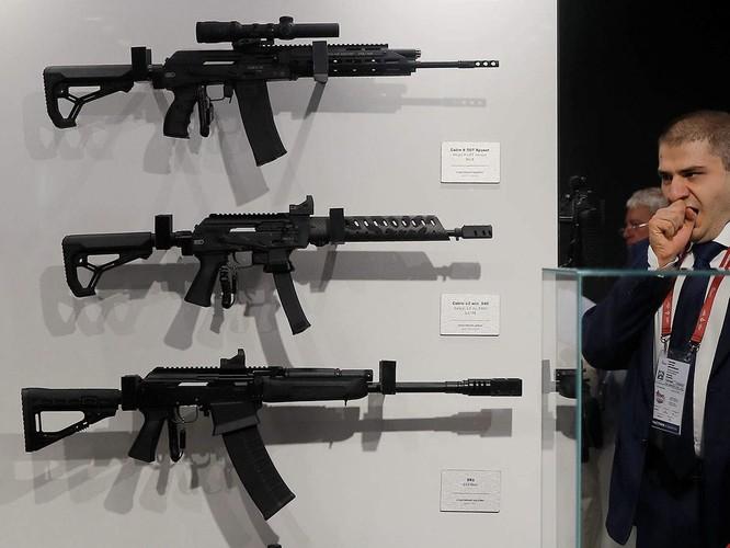 Súng trường AK-203 Kalashnikov sẽ được sản xuất tại miền Bắc Ấn Độ (Ảnh: ET)