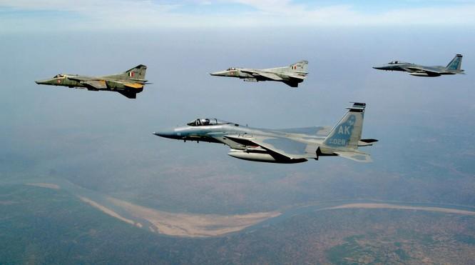 Mẫu chiến đấu cơ MiG-27 do Nga chế tạo (Ảnh: Getty)