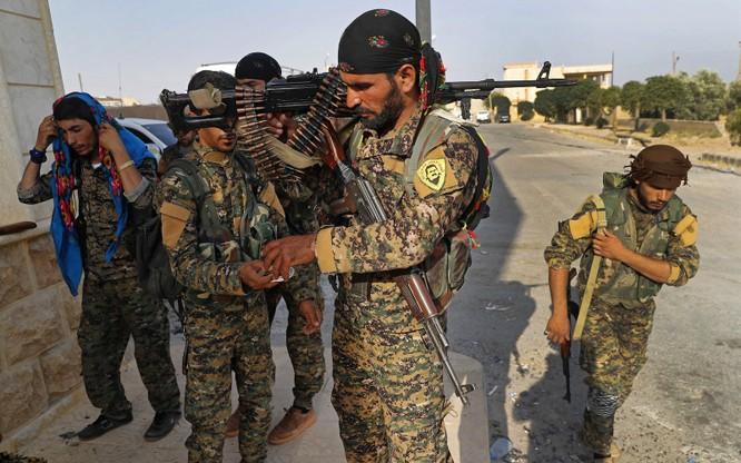 """Lực lượng SDF đã tuyên bố ngừng các chiến dịch chống IS do """"sự hung hăng"""" của Thổ Nhĩ Kỳ (Ảnh: Getty)"""