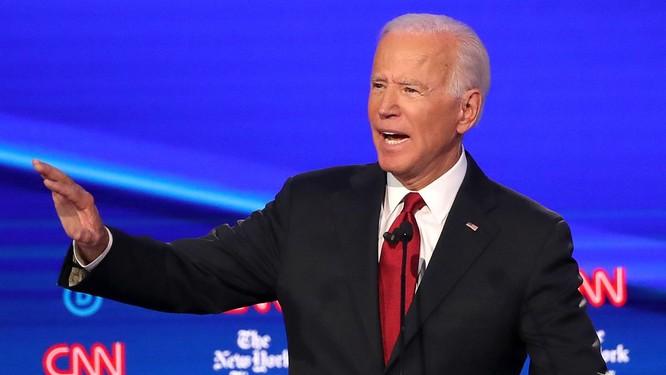 Ông Biden hoàn toàn mờ nhạt trong đêm tranh luận thứ tư (Ảnh: CNN)