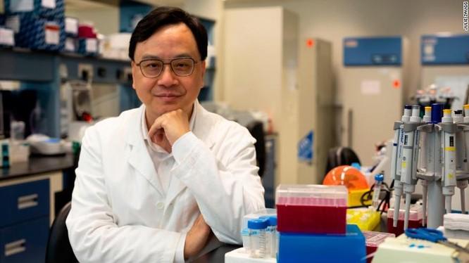 Giáo sư Dennis Lo, ĐH Hong Kong, Trung Quốc, đã phát minh ra phương pháp NIPT (Ảnh: CNN)