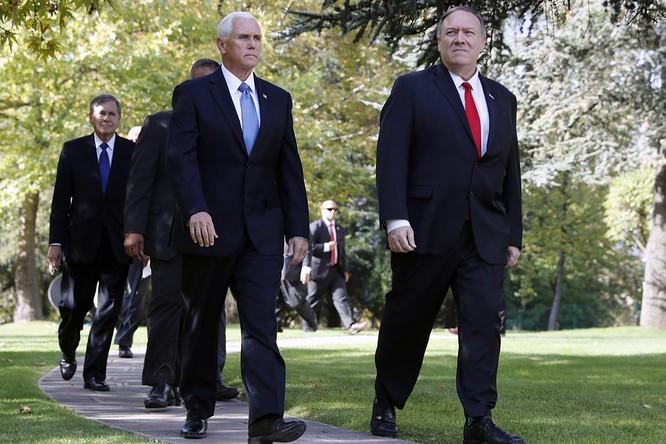 Phó Tổng thống Mik Pence và Ngoại trưởng Mike Pompeo đặt chân tới Thổ Nhĩ Kỳ (Ảnh: Politico)
