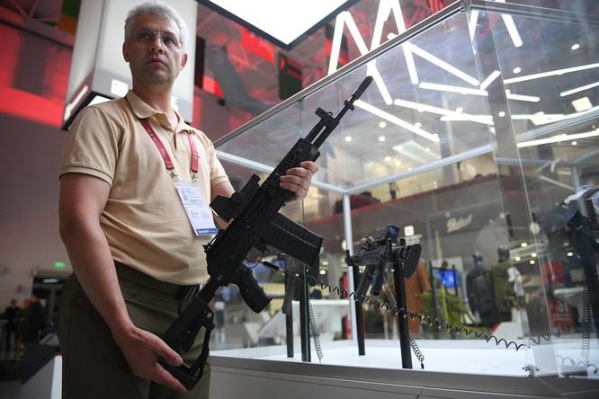 AK-308 trong một triển lãm vũ khí (Ảnh: RT)