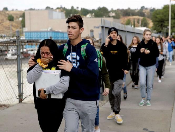 Vụ xả súng diễn ra chớp nhoáng, khiến nhiều người không khỏi bàng hoàng (Ảnh: CNN)