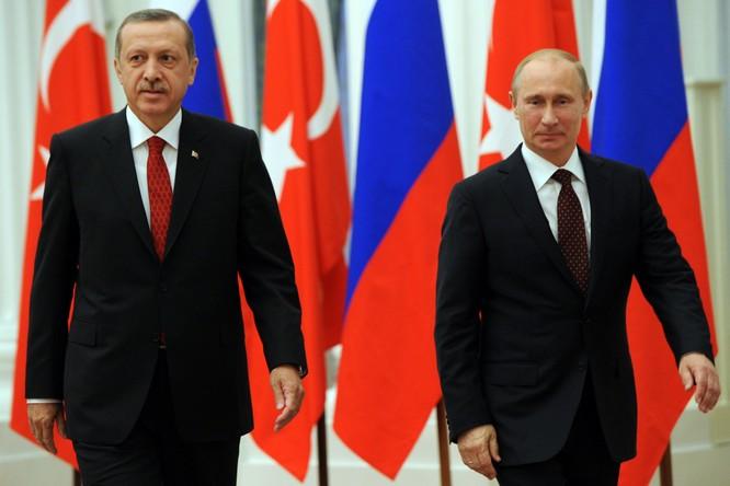 Thương vụ S-400 giữa Thổ Nhĩ Kỳ và Nga là một thách thức khác mà NATO phải đối diện (Ảnh: AP)
