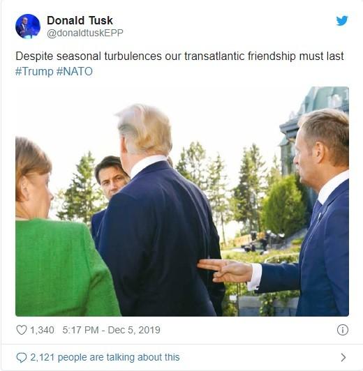 Đoạn tweet mà ông Tusk đăng tải kèm bình luận trên tài khoản chính thức của ông (Ảnh: Twitter)
