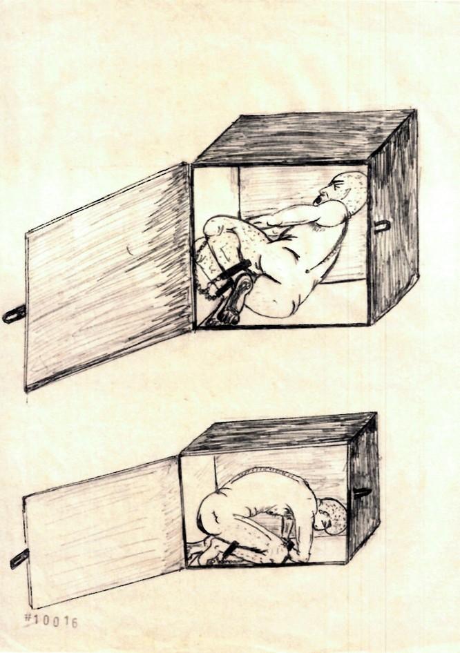 Tù nhân bị nhốt trong những chiếc hộp nhiều kích cỡ để tạo sự đau đớn cho cơ thể (Ảnh: NYT)