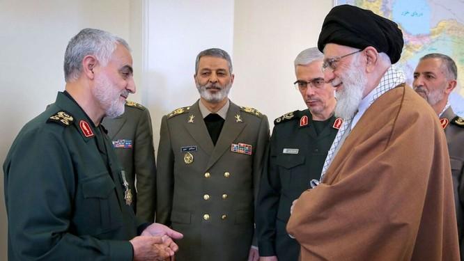 Tướng Soleimani chỉ nhận lệnh trực tiếp duy nhất từ một người là Thủ lĩnh tối cao Iran Ayatollah Khamenei (Ảnh: Getty)
