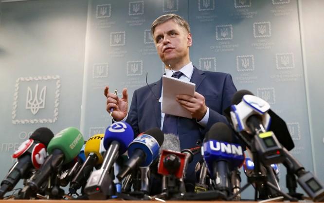 Ngoại trưởng Ukraine Vadym Prystaiko phàn nàn về việc Iran hạn chế quyền tiếp cận của đội ngũ điều tra Ukraine tới hiện trường vụ máy bay rơi (Ảnh: Washington Post)