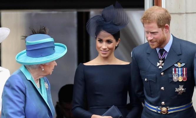 Một người bạn của Harry và Meghan tiết lộ rằng cặp đôi cảm thấy cuộc sống của họ bị điều khiển bởi một số thành viên Hoàng gia (Ảnh: Getty)