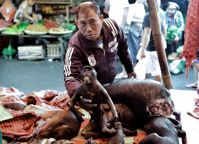 Khi Yaki được bày bán tại chợ Tomohon (Ảnh: The Sun)