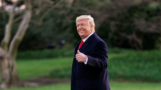 Tiến trình luận tội của đảng Dân chủ đã làm ông Trump mạnh mẽ hơn, và nhận được sự ủng hộ nhiều hơn (Ảnh: RT)
