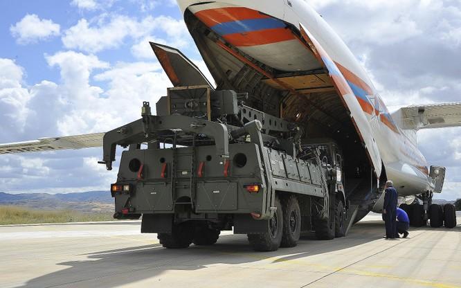 Nga đã bàn giao cho Thổ Nhĩ Kỳ gói S-400 đầu tiên trong mùa Hè năm ngoái (Ảnh: AP)