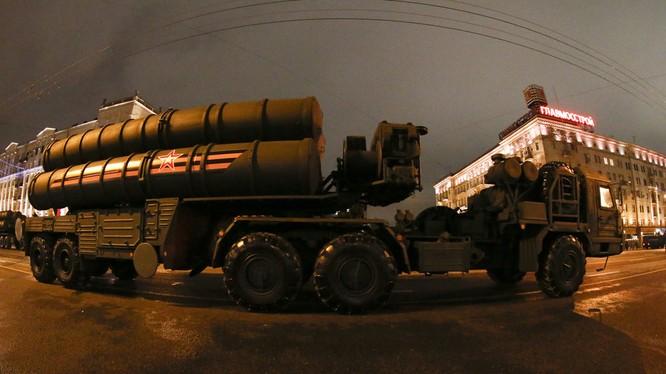 Nga mới đây tuyên bố sẽ bắt đầu sản xuất S-400 để bàn giao cho Ấn Độ (Ảnh: RT)