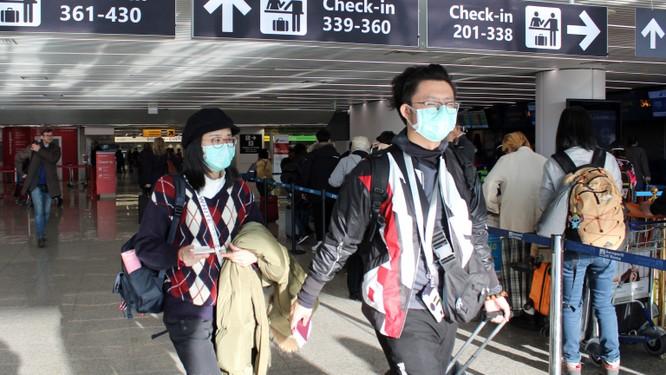Nhiều hành khách sử dụng thuốc giảm đau trong chuyến bay, khiến đo thân nhiệt không có tác dụng (Ảnh: USA Today)