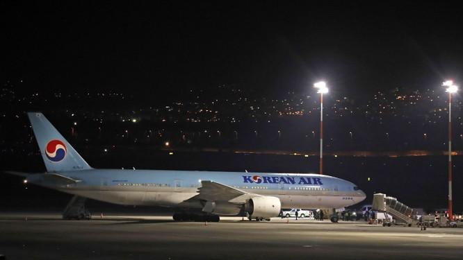 Máy bay của hãng hàng không Korea Air hạ cánh tại sân bay quốc tế Ben Gurion của Israel hôm 22/2 (Ảnh: AFP)