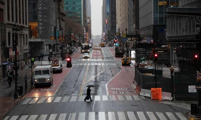Thành phố New York vắng bóng người trong bối cảnh COVID-19 lan mạnh (Ảnh: AP)